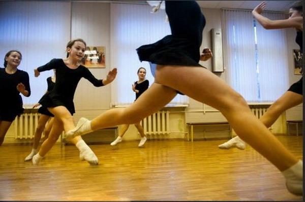 少女 莫斯科/探秘莫斯科的少女军校:训练刻苦 生活丰富(组图)
