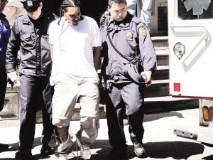三非裔持枪劫纽约华埠珠宝店 警察飞车抓捕成功