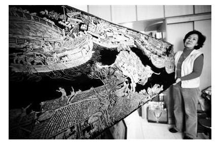 总长12米的瓜子皮粘贴画《清明
