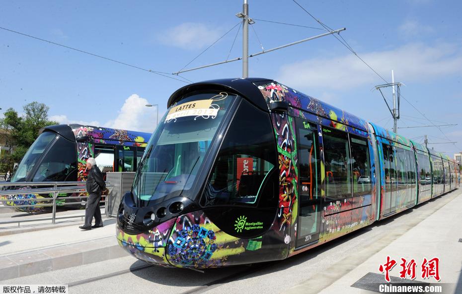 创意主题有轨电车扮靓法国街头(高清组图)
