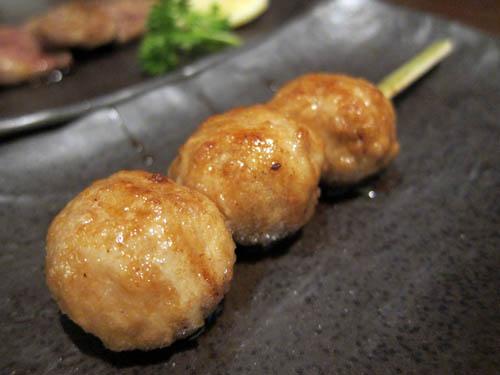 鸡肉丸 - 肉质非常松软,咬下去竟然有爆汁的效果,很厉害