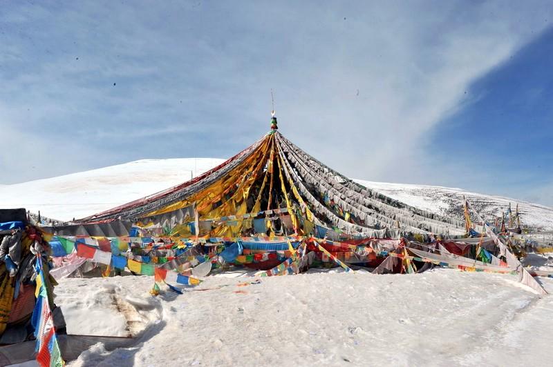 玉树藏族自治州位于青海省西南青藏高原腹地的三江源头,平均海拔在