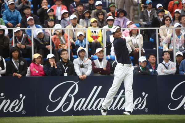 中国顶尖高尔夫球手梁文冲在百龄坛冠军赛上(资料图)