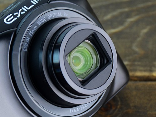 搭载25mm广角8倍光学变焦镜头
