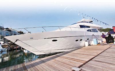 游艇展中全场最贵的「Royal Denship」售价3,700万元,较1年前新推出时的5,000万元大减。