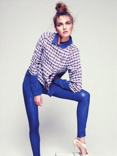 蓝色裤子配灰色鞋子_千千图网