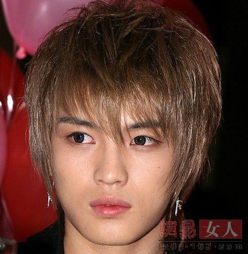 整容 男人/06年11月:不仅带了美瞳,而且眼睛又大了一轮,两侧鼻翼变小