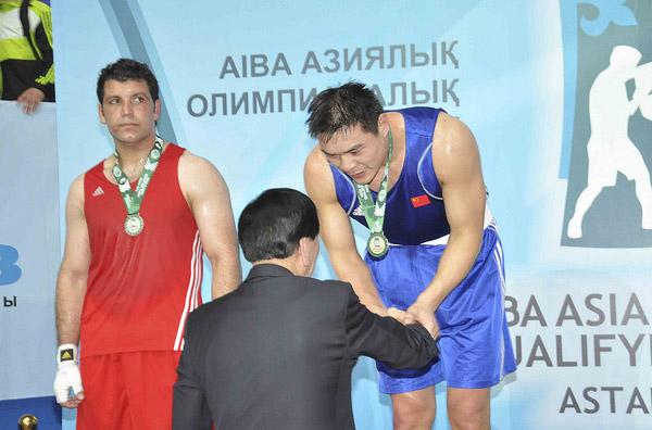 张志磊接受颁奖