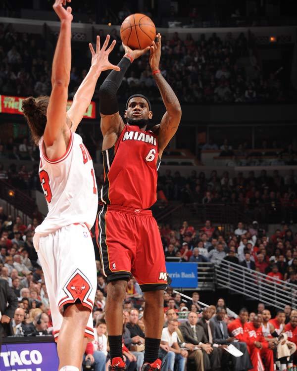 詹姆斯/图文:[NBA]公牛胜热火詹姆斯跳投