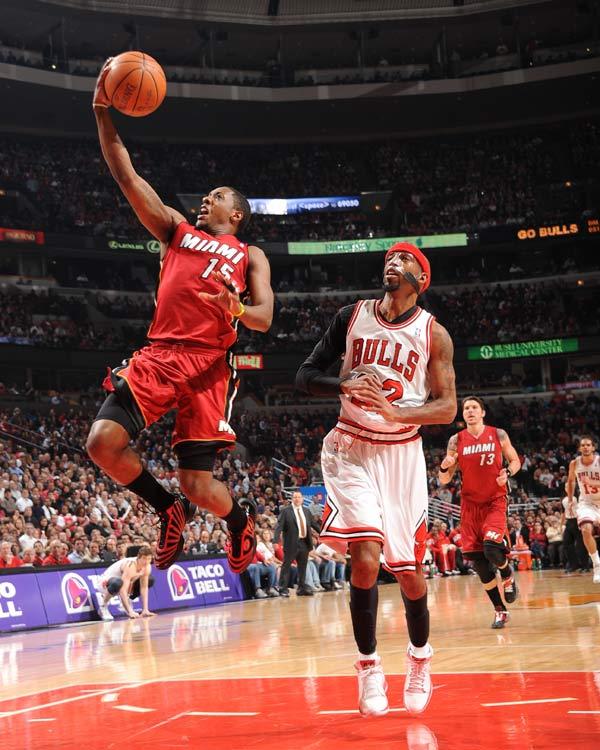莫斯/图文:[NBA]公牛胜热火钱莫斯上篮