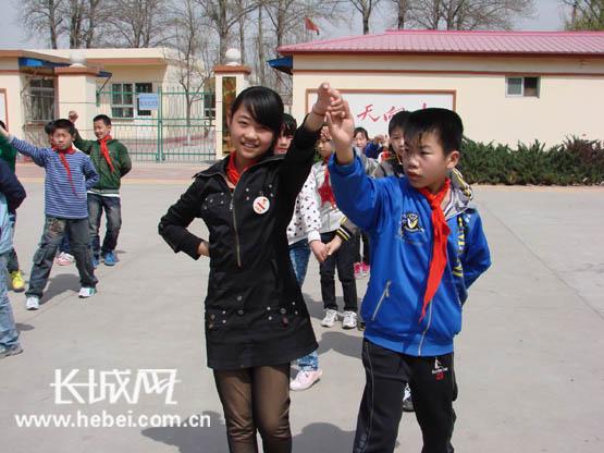 廊坊市古县中心小学小学集体舞让精彩满校园(田家庵校园十六图片