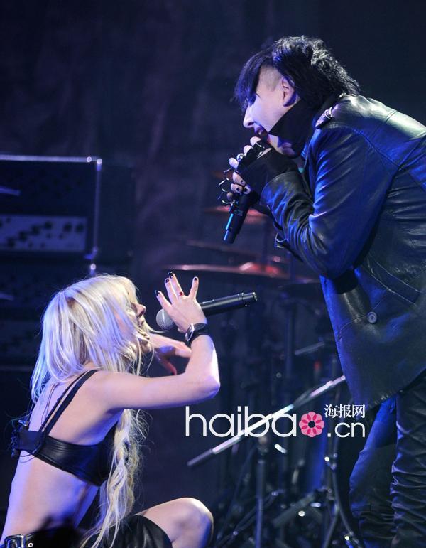 泰勒/泰勒·摩森(Taylor Momsen) 和玛丽莲·曼森 (Marilyn Manson) 合作...
