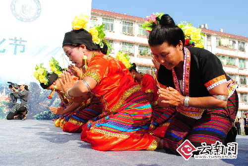 布朗族祭茶 刘庆