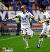 图文:[中超]申花0-1泰达 阿尔斯开心