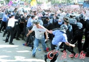 2008年7月1日,蒙古民主党的支持者在乌兰巴托制造骚乱,现任总统额勒贝格道尔吉被指是幕后黑手。(资料图片)