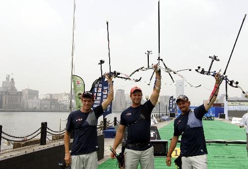 冠军:世界杯美国队夺反曲弓男团图文举弓庆祝田径场立项图片