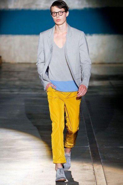 男士黄色牛仔裤_超难搞明黄色单品穿搭 怎么穿才最好看?(组图)-搜狐滚动