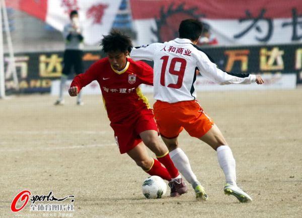 图文:[中超]亚泰0-0人和 杜震宇带球突破