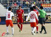图文:[中超]亚泰0-0人和 李春郁吃到黄牌