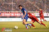 图文:[中超]阿尔滨1-0建业 于大宝在比赛中