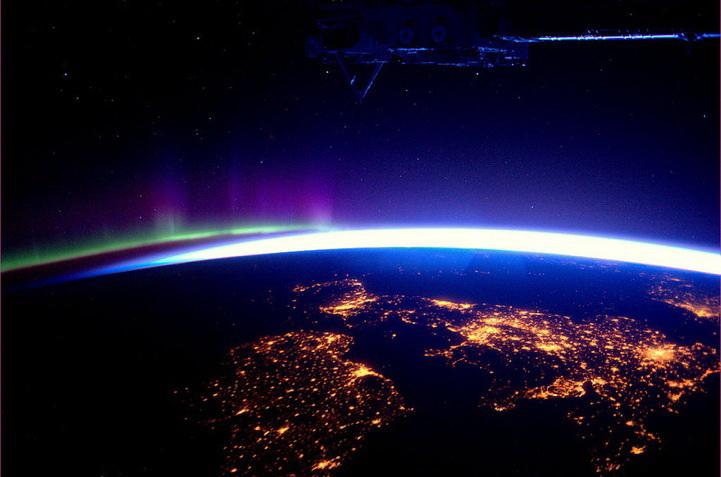 的照片_太空美景:40万米的太空看地球(组图)