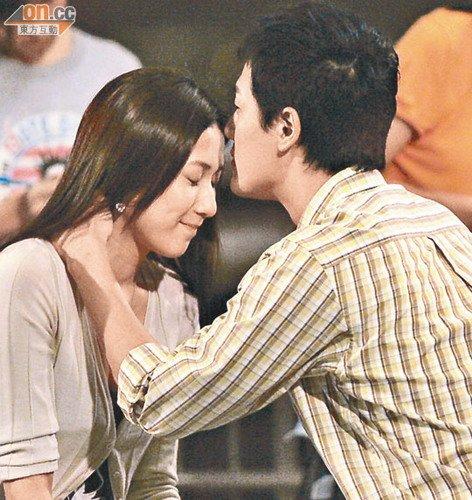 林峰 钟嘉欣/林峰与钟嘉欣在剧中有不少亲热戏,难怪会有一刻心动