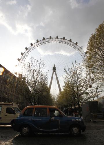 伦敦奥运会将迎来倒计时100天 阳光下的伦敦眼
