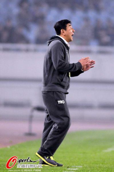 图文:[中超]舜天1-0辽足 马林场边呐喊