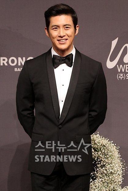 东方网4月17日消息:据韩国媒体报道,不久前刚举行完婚礼的高修于近