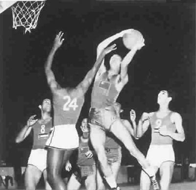 64年前伦敦奥运篮球赛,中国队125比25大胜伊拉克 李震中供图