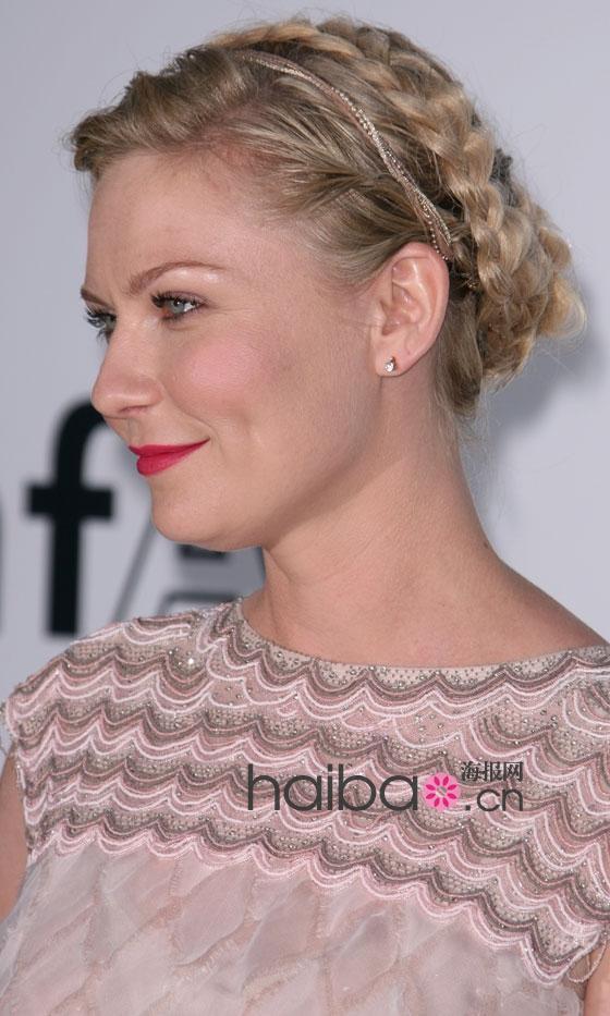 欧美发型_欧美女明星的夏季麻花辫发型,哪款你也爱?(组图)