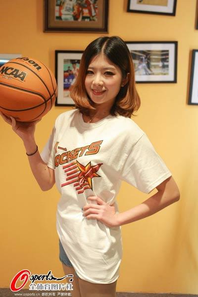 八一篮球公园美女服务生 清纯唯美秀可爱图片