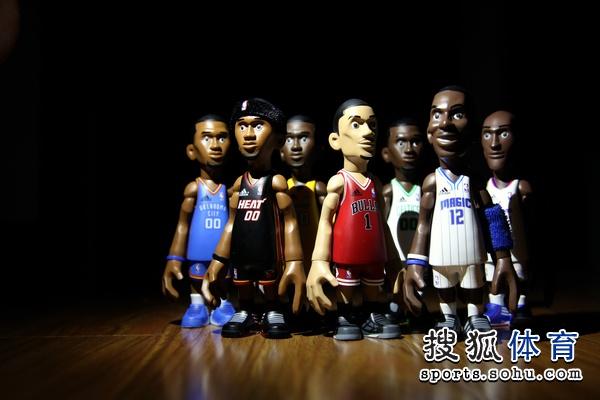 酷照 adidas推出NBA季后赛系列球员玩偶图片