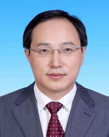 曾任北京市经委科技处副处长,北京市政府办公厅副处级秘书,中共