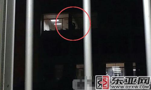 广西一高校男女生在女生偷欢数百教室围观(学生迷x图片