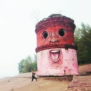 艺术 街头/Nikita Nomerz 的街头艺术:为老旧建筑画五官