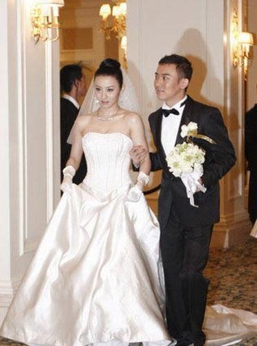 王惠和聂远的结婚照_聂远阳光被证实离婚 昔日激吻恩爱照曝光(组图)-搜狐滚动