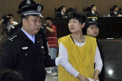 吴英/资料图片:图为法庭上的吴英中