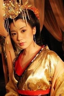贾静雯/《至尊红颜》中的贾静雯一口气把16岁到66岁的武则天都给演了。