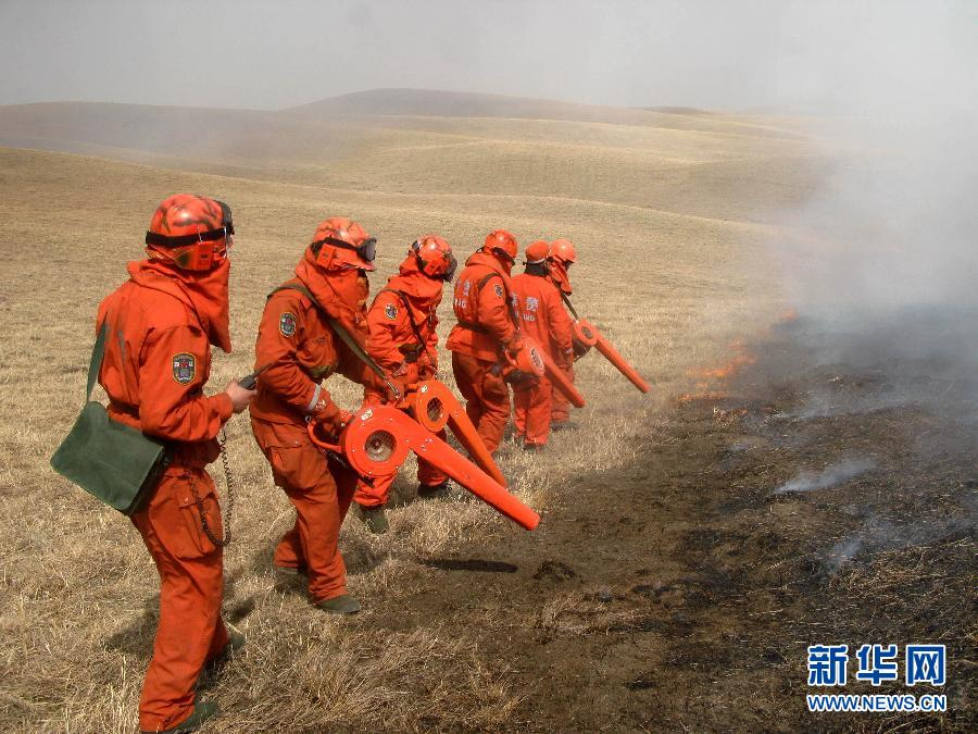 恶劣天气影响中蒙边境草原大火救援 火情尚未入境