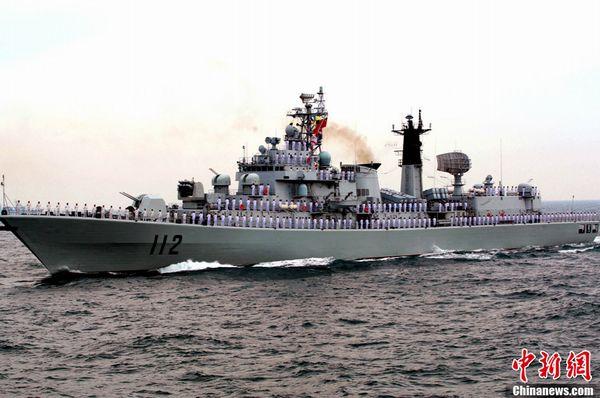 """""""哈尔滨""""号导弹驱逐舰。"""