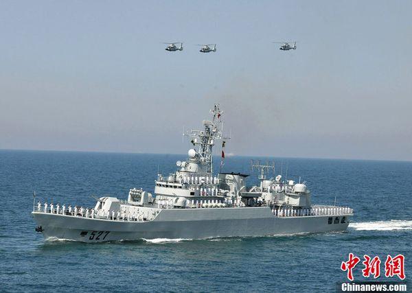 """""""洛阳""""号导弹护卫舰。"""