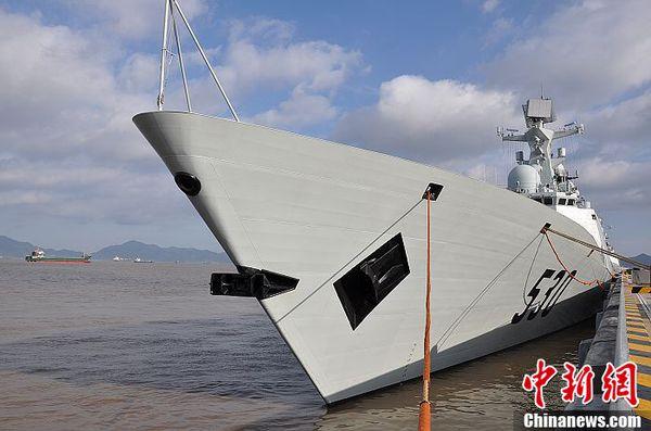 """""""徐州""""号导弹护卫舰。"""