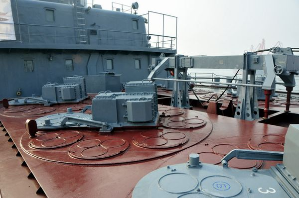"""""""瓦良格""""号垂直导弹发射装置。新华军事记者杨雷摄"""