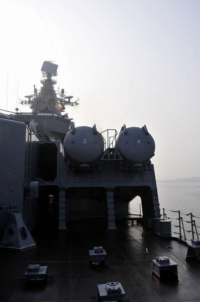 """""""瓦良格""""号远程超音速导弹发射架。新华军事记者杨雷摄"""