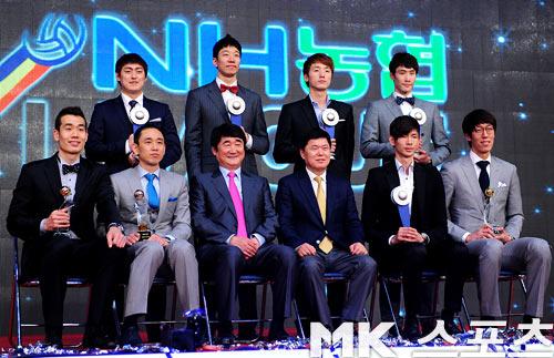 明星助阵韩国排球颁奖礼 新人王现场热舞 中国女排吧 百度高清图片
