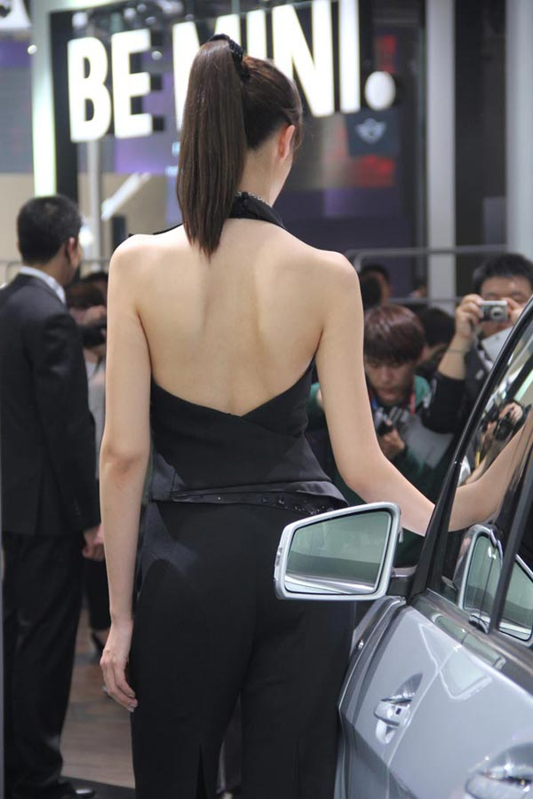 北京车展最傲娇美女车模 宋姗姗