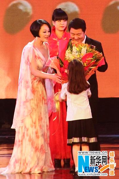 北京国际电影节盛大开幕 王姬携女儿亮相红毯(图)图片