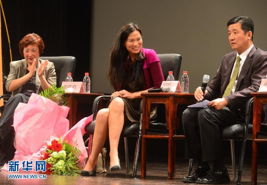 卡梅隆 北京 邓文迪 詹姆斯/4月23日,传媒大亨默多克的夫人邓文迪(中)出现在北京电影...