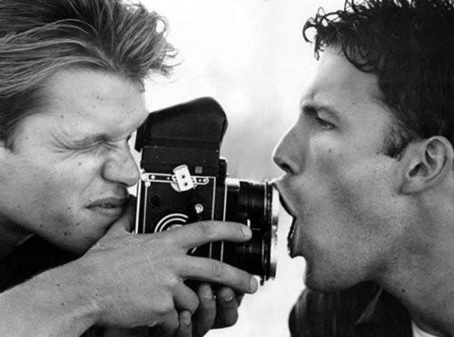 马特・达蒙、本・阿弗莱克(电影明星)和手动相机
